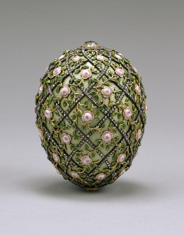 640px-House_of_Fabergé_-_Rose_Trellis_Egg_-_Walters_44501