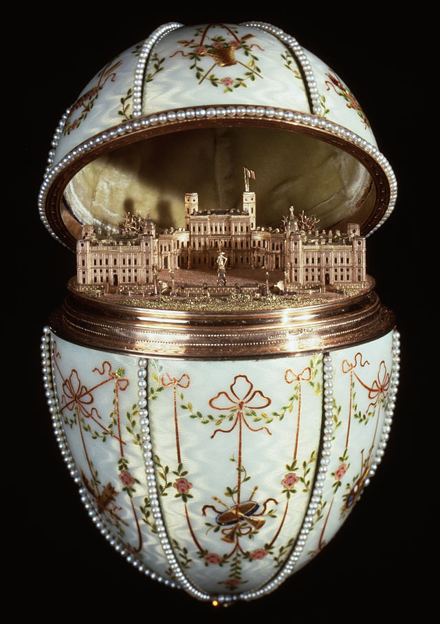 House_of_Fabergé_-_Gatchina_Palace_Egg_-_Walters_44500_-_Open_View_B
