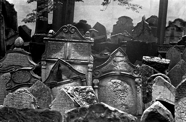 prague-old-jewish-cemetery