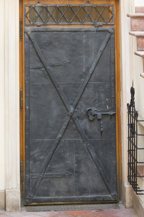 15 cool houses front doors for Cool front doors