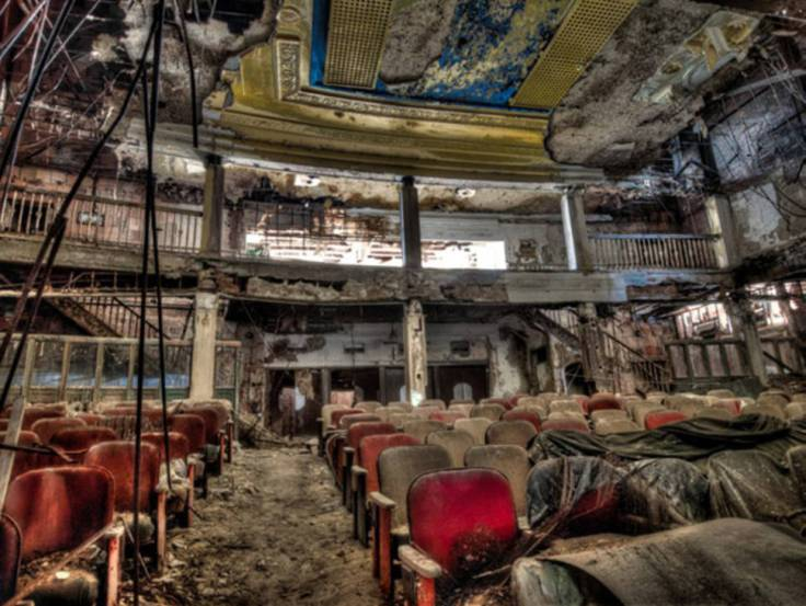 Abandoned-Places-From-Around-The-World-10-An-abandoned-theater