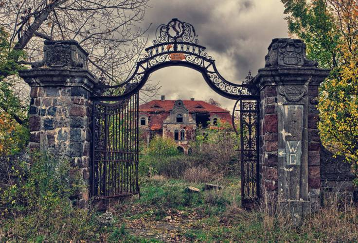 Abandoned-Places-From-Around-The-World-20-Overgrown-palace-Poland