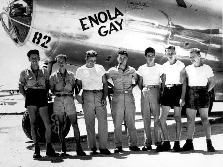 1024px-B-29_Enola_Gay_w_Crews