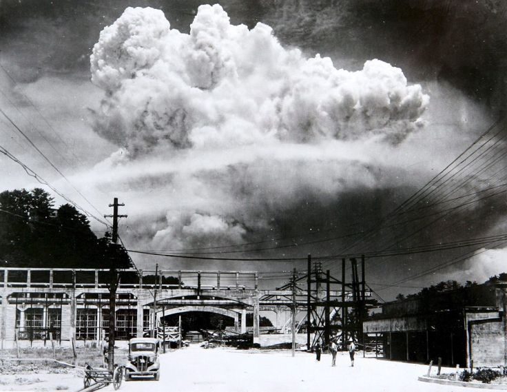 Atomic_cloud_over_Nagasaki_from_Koyagi-jima.jpeg