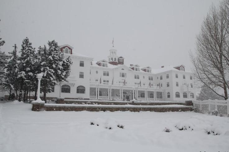 the-shining-hotel-snow