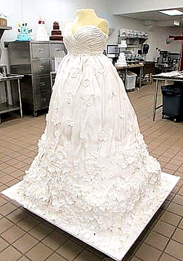 wedding-dress-giant-cake