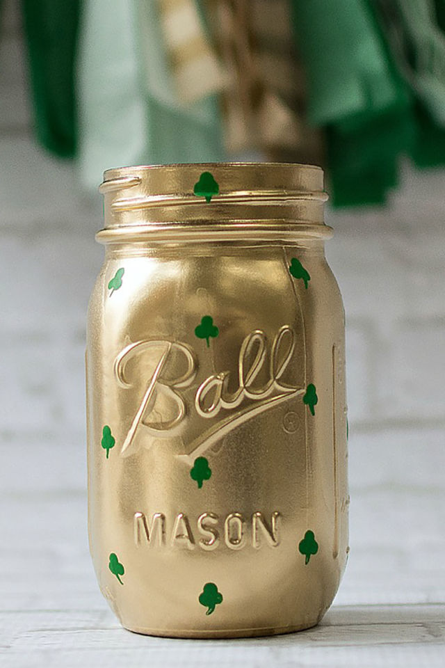 gallery-1485277126-shamrock-mason-jars-st-pats-day-decor-12-thumb-1