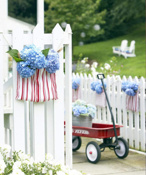 gallery-1465418368-550061c77e9b4-hydrangeas-hanging-from-fence-0710-s3