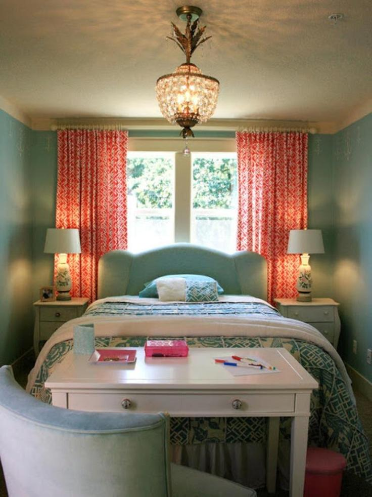 coral-peach-and-blue-bedroom